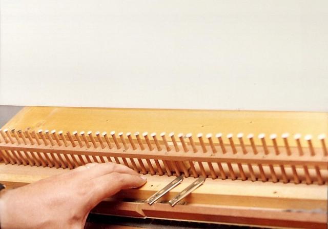 Restauración partes de armonio. Secreta de voces. Limpieza de lengüetas