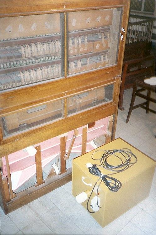 Armonio doble teclado, Patronato Español, Buenos Aires. Instalación equipo de turbina
