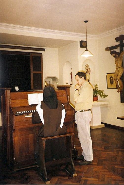 Reparación y accionamiento de armonio alemán, Hermanas Carmelitas